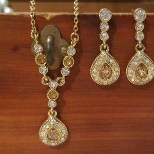 Jewelry - Necklace and earring set.